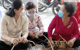 Phó Chủ tịch Hội LHPN Việt Nam thăm Tổ liên kết đan lục bình