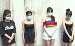 """Hà Nội: Tạm giữ 42 nam nữ """"bay lắc"""" trong quán karaoke bất chấp lệnh cấm"""