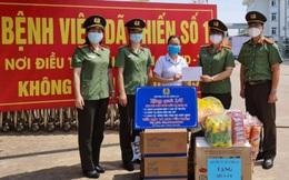 Hội Phụ nữ Bộ Công an trao tặng nhiều nhu yếu phẩm và đồ phòng hộ cho vùng dịch Covid-19