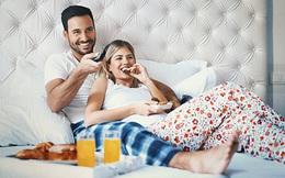 6 lợi ích bất ngờ khi các cặp đôi cùng nhau xem tivi
