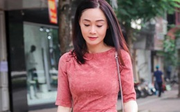 """Trong """"Hương vị tình thân"""" lòe loẹt đáng ghét, bà Xuân ngoài đời U50 ăn diện sành như gái trẻ"""