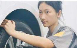 Trung Quốc: Nữ sinh 17 tuổi thắng cuộc thi sửa chữa ô tô