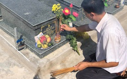Lặng người nơi nghĩa trang liệt sĩ