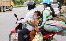 Cả nhà chạy xe máy vượt hàng nghìn cây số về quê tránh dịch: Ấm lòng bởi nghĩa cử cao đẹp