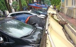 Hà Nội: Tường bê tông ngay sát trường mầm non sập xuống 13 ô tô đang đỗ