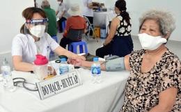 Cần xem xét thay đổi cách thức tiêm vaccine ngừa Covid-19 cho người cao tuổi