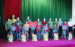 """Hội viên phụ nữ tỉnh Bắc Giang: """"Biến rác thải thành xe đạp"""""""