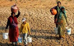Phụ nữ Ấn Độ vật lộn mỗi ngày để lấy nước sinh hoạt cho gia đình