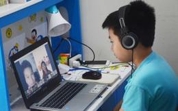 Phụ huynh ở TPHCM rối bời trước học kỳ trực tuyến của con