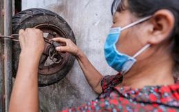 """""""Phu xe"""" chợ Long Biên phải nộp phí khi giãn cách xã hội, chính quyền địa phương nói gì?"""