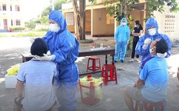 Quảng Bình: Chăm sóc bệnh nhân Covid-19, 11 người nhà trở thành F0