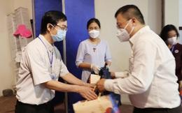 Tình nguyện viên tôn giáo tiếp tục xông pha nơi tuyến đầu chống dịch Covid-19