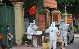 Nữ nhân viên vệ sinh một phòng giao dịch ngân hàng trên dường Nguyễn Trãi dương tính Covid-19