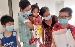 Trung thu yêu thương với trẻ em mắc Covid-19 ở bệnh viện dã chiến