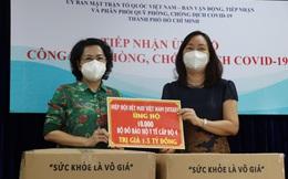 TPHCM: Tiếp nhận và trao tặng 10.000 bộ đồ bảo hộ y tế cấp độ 4 cho lực lượng tuyến đầu