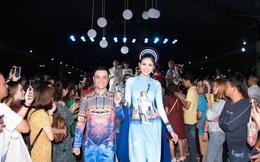 """Áo dài mang hình ảnh Nữ thần Tự do, Tháp Eiffel độc đáo tại """"Lễ hội TPHCM Phát triển và Hội nhập"""""""