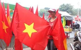 TPHCM: Càng sát giờ chung kết, thị trường đồ cổ vũ bóng đá càng nhộn nhịp