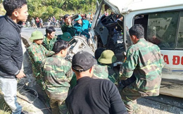Xe chở đoàn người khuyết tật quyên góp từ thiện bị nạn tại Nghệ An