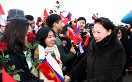 Chủ tịch Quốc hội dâng hoa tại quảng trường Hồ Chí Minh, gặp gỡ kiều bào ở Moscow