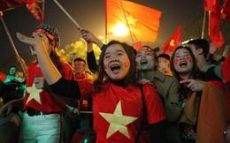 Hàng triệu người xuống đường mừng đội tuyển bóng đá Việt Nam giành Huy chương vàng SEA Games 30