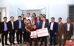 Trưởng Ban Dân vận TW cùng đoàn công tác trao tặng 3 nhà tình nghĩa cho các hộ nghèo tại Nghệ An