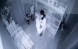 Khởi tố nữ giúp việc xách ngược bé gái 14 tháng tuổi rồi lắc mạnh
