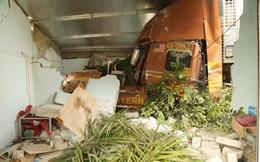 Hà Tĩnh: Xe tải đâm sập nhà dân, cả gia đình thoát chết trong gang tấc