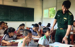 """Thầy giáo mang quân hàm xanh: Mong tiếp tục """"gieo chữ"""" cho học trò nghèo ở đảo xa"""