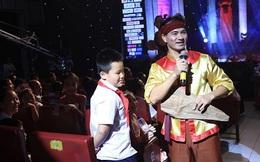 Nghệ sĩ hài Xuân Bắc diễn tiểu phẩm về trẻ tự kỷ tại chương trình Mùa xuân cho em