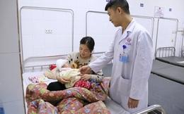 Đang trong nhà, bé 3 tháng tuổi bị ngói rơi trúng đầu lún sọ não