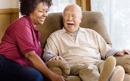 Chăm sóc cha mẹ già: Yêu thương và áp lực