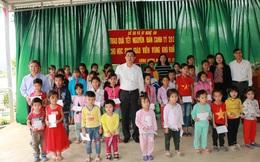 Hơn 500 suất quà Tết đến với giáo viên, học sinh vùng cao