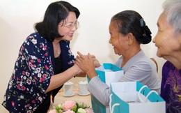 """Phó Chủ tịch nước Đặng Thị Ngọc Thịnh trao quà """"Tết yêu thương"""" tại Vĩnh Long"""