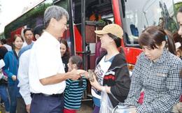 Chuyến xe nghĩa tình đưa công nhân nghèo về quê đón Tết