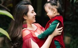 Hoa hậu Ngô Phương Lan muốn con gái dù đi đâu cũng hướng về mẹ