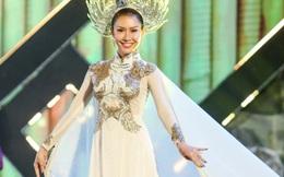 Hoa hậu Phan Thu Quyên diễn áo dài ở quê nhà đêm Giao thừa
