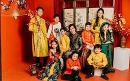 Đạo diễn Huy Lio diện áo dài Tết rực rỡ cùng dàn tài năng nhí