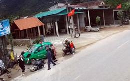 Tài xế taxi ngủ gật đâm vào nhiều người lớn, trẻ em ven đường