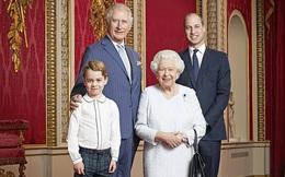 """Nữ hoàng Anh Elizabeth II '""""khoe"""" ảnh chào đón năm 2020 cùng 3 người thừa kế"""