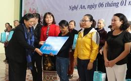 """""""Tết yêu thương"""" đến với gia đình chính sách, phụ nữ khó khăn tỉnh Nghệ An"""