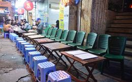 """Hà Nội: """"Phố Tây"""" Tạ Hiện thành nơi trưng bày ghế trong mùa dịch Corona"""