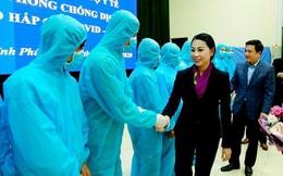Vừa nhận 161 nhân viên y tế, Vĩnh Phúc xin hỗ trợ thêm 25 y bác sĩ
