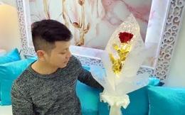 Làm bó hoa Valentine độc đáo, sáng lung linh suốt 2 ngày