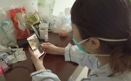"""Bức tranh cậu bé vẽ mẹ trong đại dịch viêm phổi Vũ Hán và câu hỏi nhói lòng: """"Mẹ ơi, bao giờ mẹ về nhà?"""""""