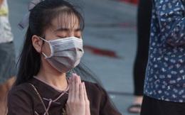 Chùa ở TPHCM - Khách vắng, Phật tử đeo khẩu trang đọc kinh sám hối