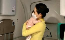 """Khóc nghẹn trước cảnh mẹ gửi con gái 2 tháng tuổi từ Đức về Việt Nam """"né"""" dịch Covid-19"""