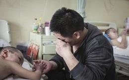 Chồng bỏ điều trị để nhường sự sống cho vợ và hai con