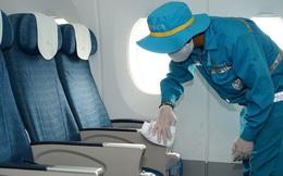 Cận cảnh quy trình vệ sinh khử trùng tàu bay mùa Covid-19
