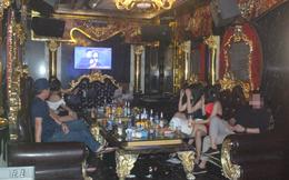 Bất chấp lệnh cấm, quán karaoke vẫn điều nhân viên nữ tiếp khách