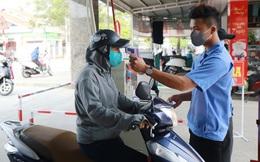 Hà Nội: Gõ cửa từng nhà tìm người nhập cảnh, đưa thêm 64 người đi cách ly